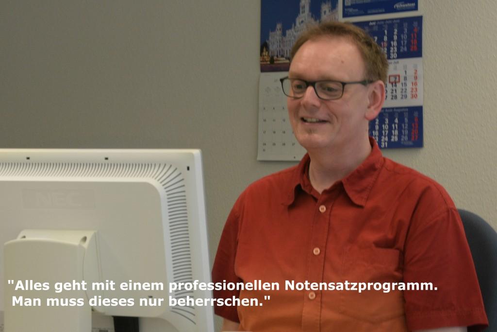 Prof. Hans-Peter Reutter in seinem Büro an der Robert Schumann Hochschule, Düsseldorf.