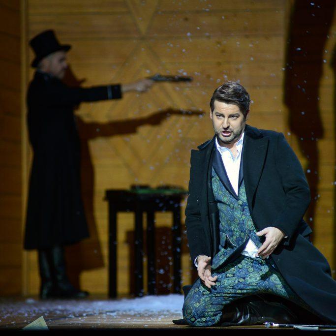 Wladimir Lenski (Thomas Paul) singt ein bebendes Klagelied. © Stage Picture GmbH / Anke Sundermeier