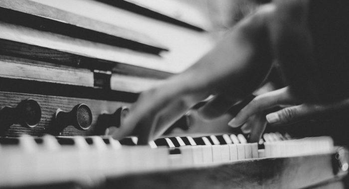 Orgel_schwarz_weiß